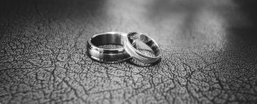 Twee ringen op de grond