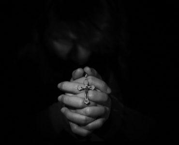 man-praying-to-God-in-suffering