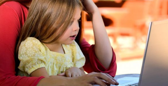 mother-young-daughter-behind-computer