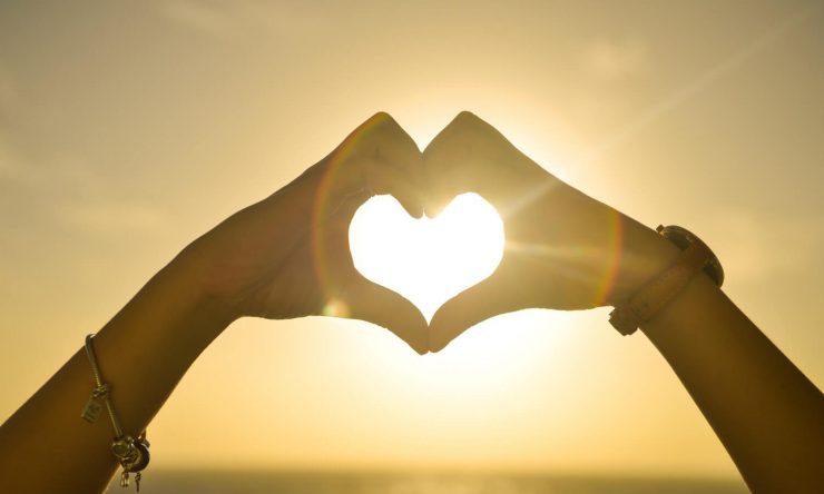 sunset-hands-shape-heart-of-man