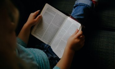 How can I introduce the Bible to young children?